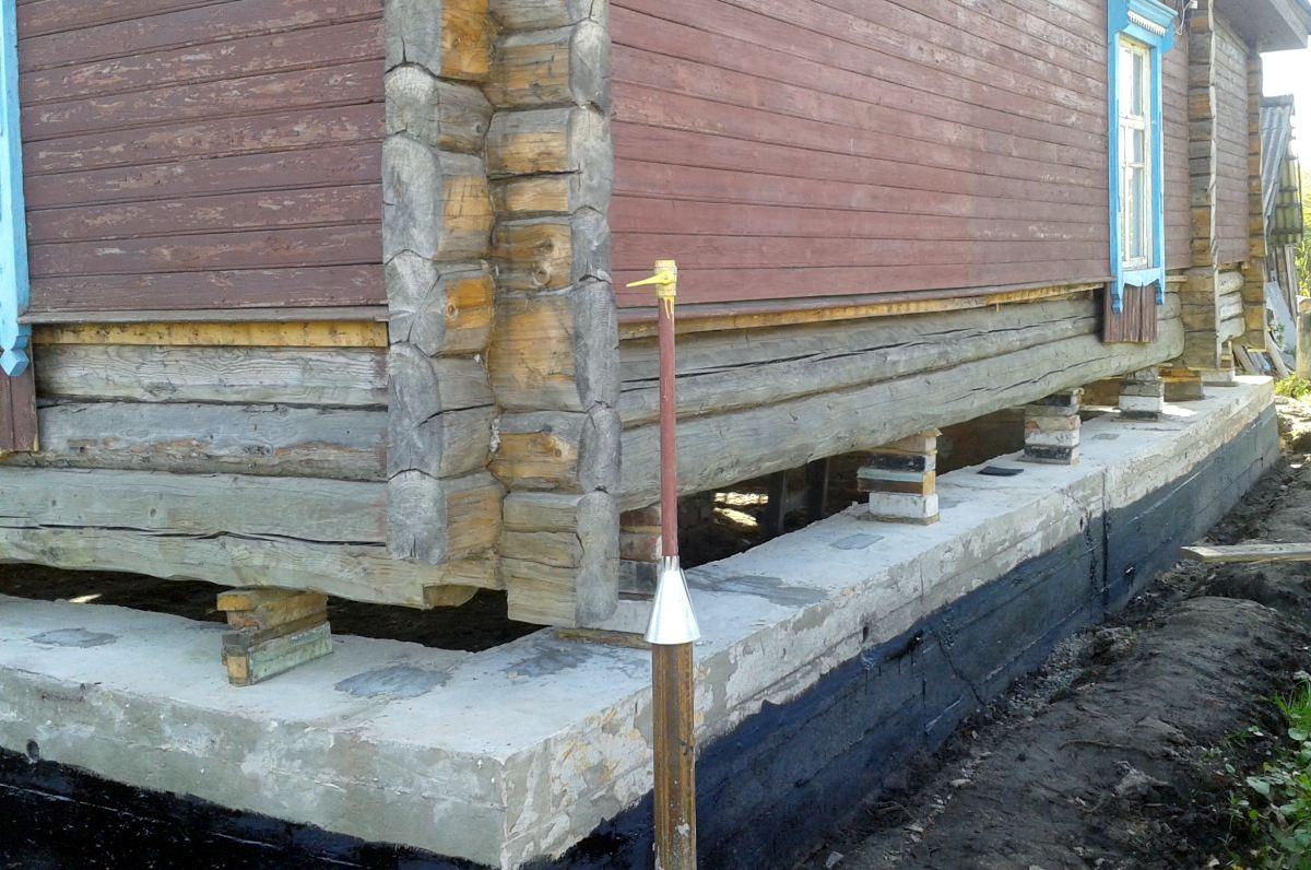 Фото - Самостоятельное укрепление фундамента деревянного дома