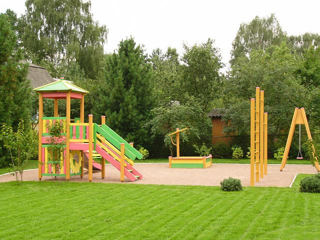 Фото - Детская площадка на загородном участке